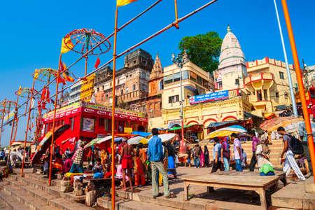 VARANASI, INDIA - APRIL 12, 2012: Shiva Temple is located in at the Ganges river in Varanasi city, Uttar Pradesh state, North India Redactioneel