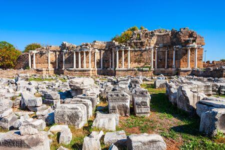 Side Nymphaeum in the ancient city of Side in Antalya region on the Mediterranean coast of Turkey. Foto de archivo