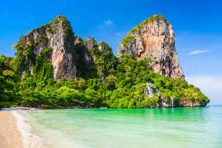 Beauty beach with limestone cliff and crystal clear water in Thailand 版權商用圖片