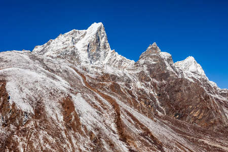 Taboche and Cholatse mountains in Everest region of Nepal 版權商用圖片