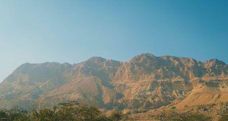 yam israel: Red mountain in Ein Gedi National park, Israel
