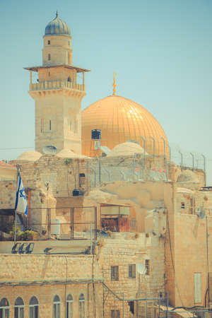 Streets of Jerusalem. Dome of the Rock and Bell Tower of the Lutheran Church of the Savior . 新聞圖片