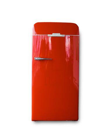 Frigo rouge vintage isolé sur fond blanc Banque d'images