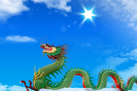 Based on the belief of the Chinese dragon is considered a sacred animal. Used with various landmarks and greeting.  Standard-Bild