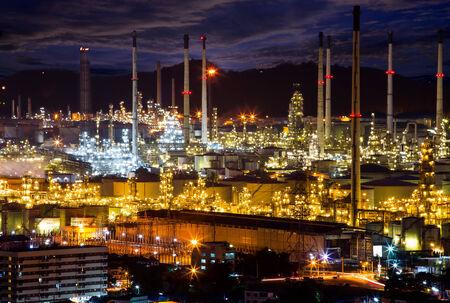 productos quimicos: Petroqu�micos son productos qu�micos derivados del petr�leo. Algunos compuestos qu�micos derivados del petr�leo tambi�n se obtienen de otros combustibles f�siles Foto de archivo