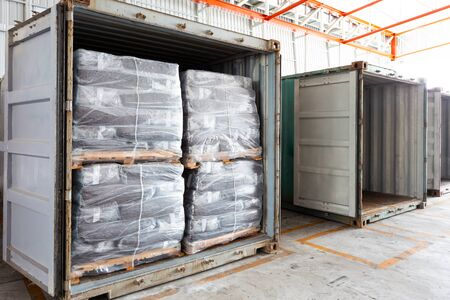 A large warehouse have many of items. The products within a container, filling, wait for a check before sending them to the customers who ordered goods from various countries around the world. Standard-Bild