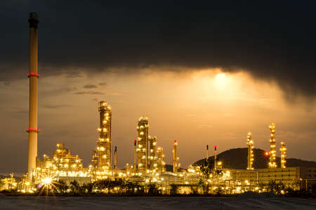 Beautiful of oil and gas refinery power petrochemical plant factory shined at night Standard-Bild