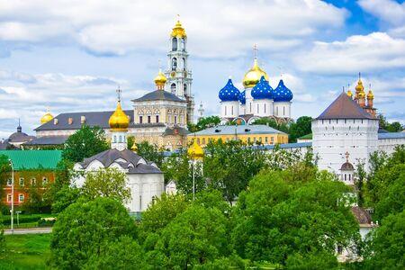 monasteri: Uno dei pi� grandi monasteri della Russia, non lontano da Mosca