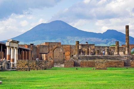 Oude ruïnes van Pompeii en de vulkaan Vesuvius, Italië