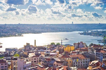 Uitzicht vanaf de Galata toren aan de Gouden Hoorn, Istanbul, Turkije