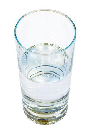 half and half: Vaso de agua clara sobre fondo blanco aisladas