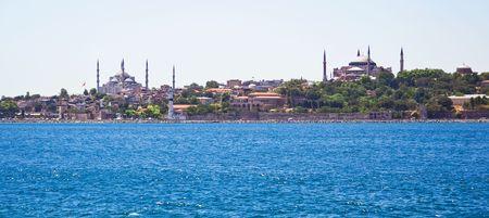 Panoramisch zicht van Istanbul Sultanahmet wijk met beroemde moskeeën