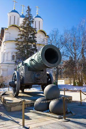 artillery shell: Zar Pushka - enorme ca��n antiguo, Kremlin de Mosc�, Rusia Foto de archivo