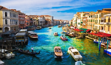 canal house: View of famous Grand Canal from Rialto bridge, Venice