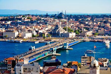 Uitzicht vanaf de Galata toren in Golden Horn, Istanbul, Turkije Stockfoto