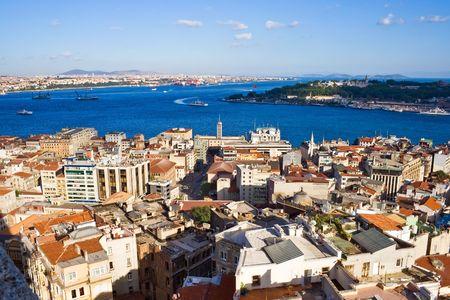 Uitzicht vanaf de Galata toren aan de Bosporus, Istanbul, Turkije