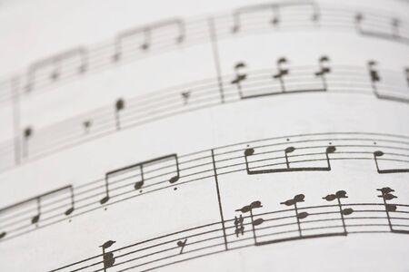 pentagramma musicale: Vecchio libro di note musicali close up Archivio Fotografico