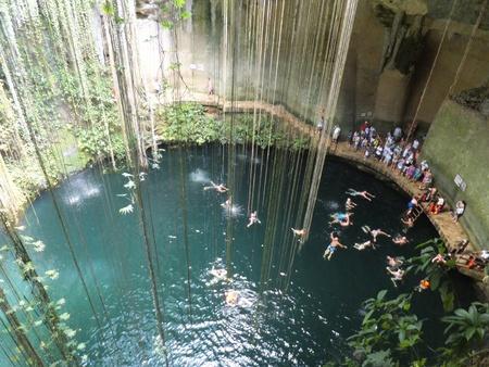 chichen itza: Ik-Kil Cenote near Chichen Itza, Mexico