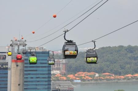 Bergbahnen von Singapur nach Sentosa Standard-Bild - 21714303