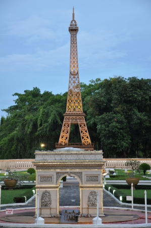 Eiffel Tower Replica al Mini Siam en Pattaya, Tailandia