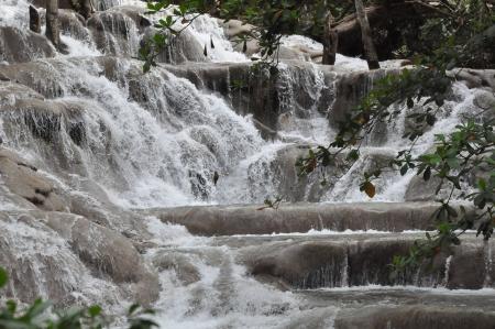 sol: Cataratas do Rio Dunn na Jamaica