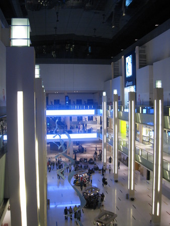 world   s largest: DUBAI, UAE - DECEMBER 28  Shoppers at Dubai Mall on Dec 28, 2008 in Dubai  At over 12 million sq ft, it is the world s largest shopping mall based on total area and 6th largest by gross leasable area