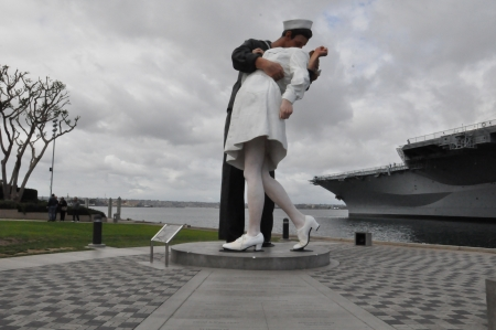 Unconditional Surrender sculpture in San Diego, California