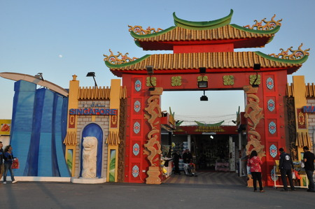 world   s largest: Singapore and Malaysia Pavilions at Global Village in Dubai, UAE, is claimed to be the world s largest tourism, leisure and entertainment project