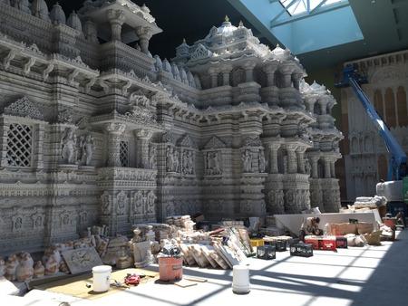 templo: El templo de Akshardham en Robbinsville, Nueva Jersey. Construcci�n final est� previsto que est� terminado en 2017 y se extender� m�s de 162 acres, lo que es el templo hind� m�s grande del mundo en superficie.