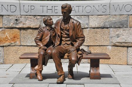 totalitarian: Abraham Lincoln Statue with son at the American Civil War Center in Richmond, Virginia