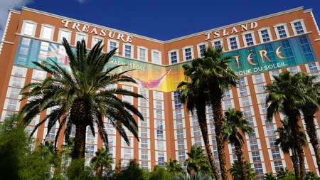 isla del tesoro: Treasure Island Hotel and Casino in Las Vegas Editorial
