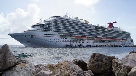 breeze: Carnival Breeze docked in Willemstad, Curacao