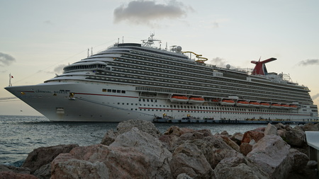lido: Carnival Breeze docked in Willemstad, Curacao