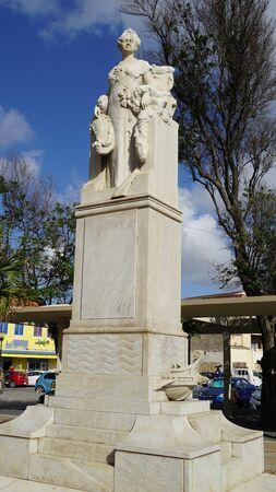 wilhelmina: Queen Wilhelmina Statue in Willemstad in Curacao
