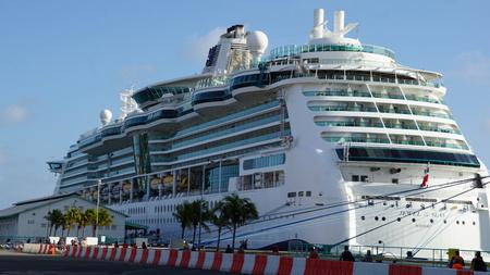 caribbeans: Royal Caribbeans Jewel of the Seas Cruise Ship