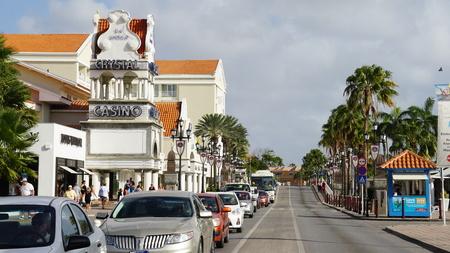 windward: Lloyd G. Smith Boulevard in Oranjestad, Aruba