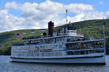 Cruises around Lake George in New York State