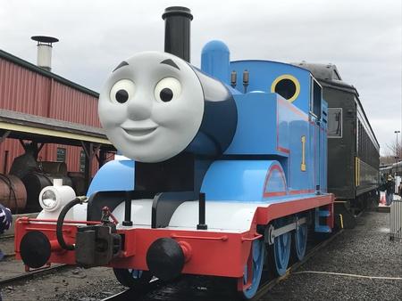 コネチカット州のエセックス蒸気機関車でトーマスと一緒に一日