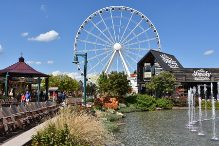 Great Smoky Mountain Wheel at The Island in Pigeon Forge, Tennessee 新聞圖片
