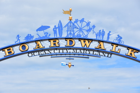 The famous Boardwalk sign in Ocean City, Maryland Редакционное