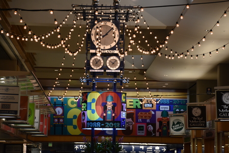 Clocktower Plaza celebrated 30 years at Portland International Airport in Oregon, as seen on Aug 25, 2018 Imagens - 118024288