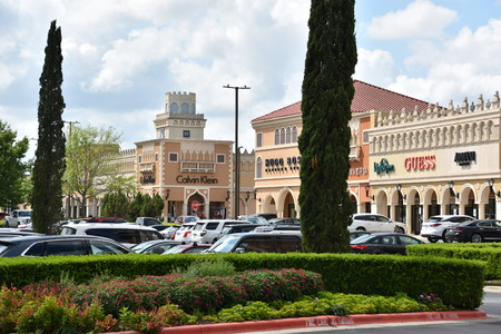 SAN ANTONIO, TX - OCT 14: San Marcos Premium Outlets in Texas, as seen on Oct 14, 2018. Combined, the two adjacent malls have more than 350 stores, and an excess of 1,000,000 sq ft. Sajtókép