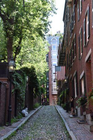 BOSTON, MASSACHUSETTS - 28 JUILLET : Acorn Street à Boston, Massachusetts, comme on le voit le 28 juillet 2019.