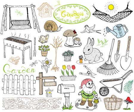 Jardín conjunto los elementos garabatos. Mano boceto dibujado con herramientas de jardinería, flovers y plantas, figuras de jardín, setas gnomo, conejo, nido y los pájaros, columpio del patio. Dibujo garabato, aislado en blanco.