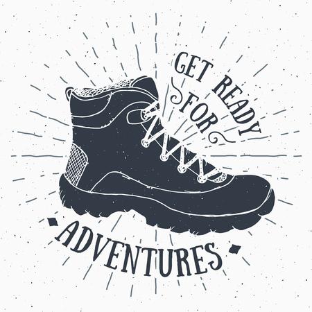 étiquette vintage, grunge texture tirée par la main rétro badge ou T-shirt conception de typographie avec la chaussure de randonnée, trekking boot illustration