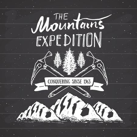 Mountain expeditie vintage label retro badge. Hand getrokken geweven embleem buiten wandelen avontuur en de bergen verkennen, Extreme sporten, grunge hipster ontwerp, typografie druk vector illustratie.