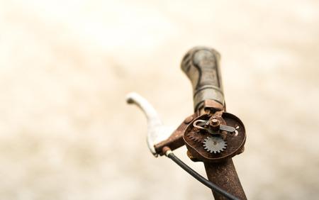 oude fietsbel het is vol met roest en kapot