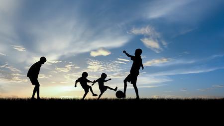 spielende kinder: Silhouette Jungs spielen Fu�ball am Sonnenuntergang.
