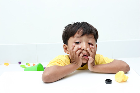 neutralize: The little boy with moody emotion.