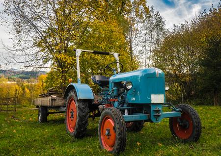 oldtimer bulldog tractor sunset shot